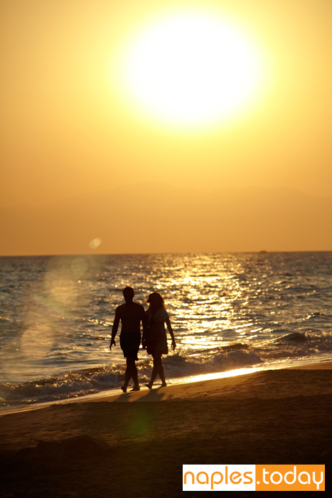 Silhouette of romantic couple in Naples