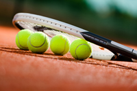 Tennis rackets and balls in Naples